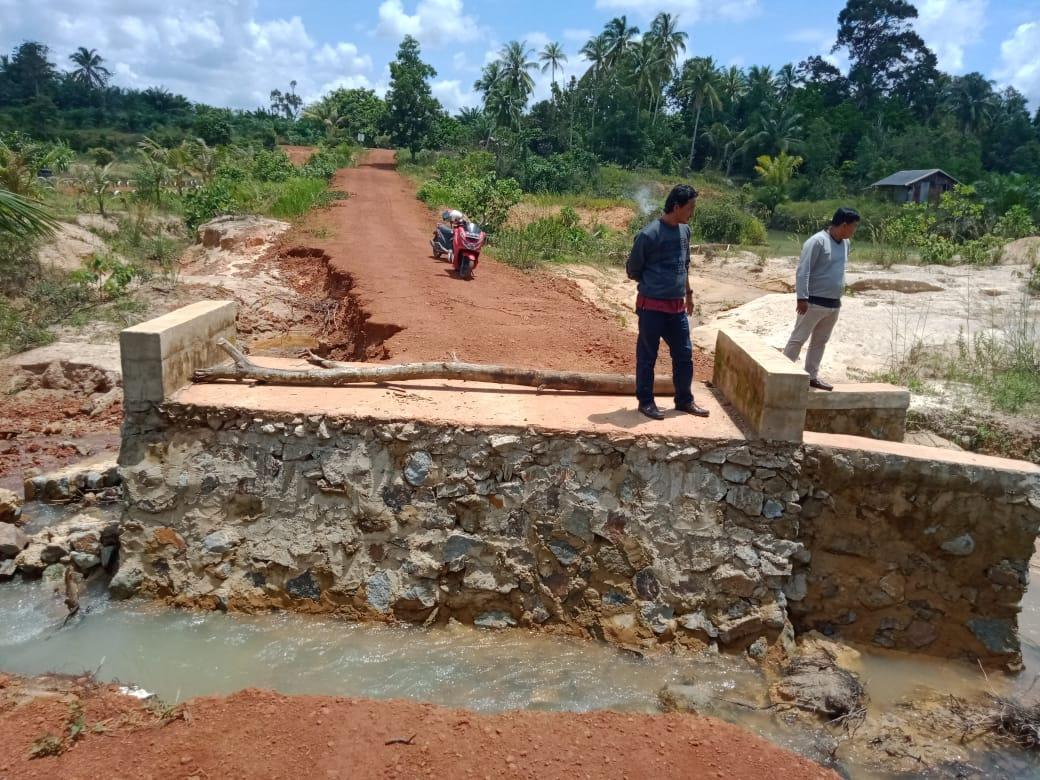 Akibat Arus Deras, Jalan Lingkungan Permukiman di Dusun Cungfo Putus