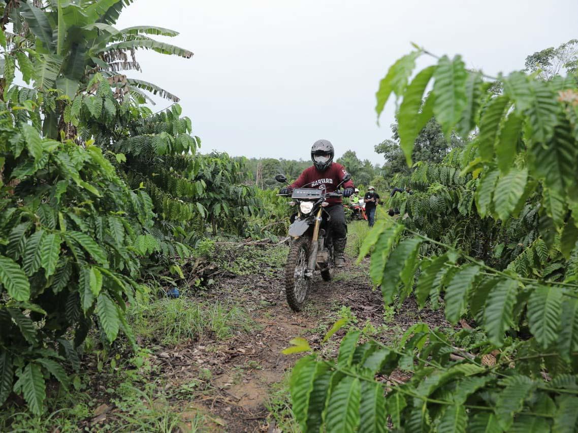 Aksi Gubernur Tunggangi Motor Trail Temui Masyarakat Petani di Belinyu