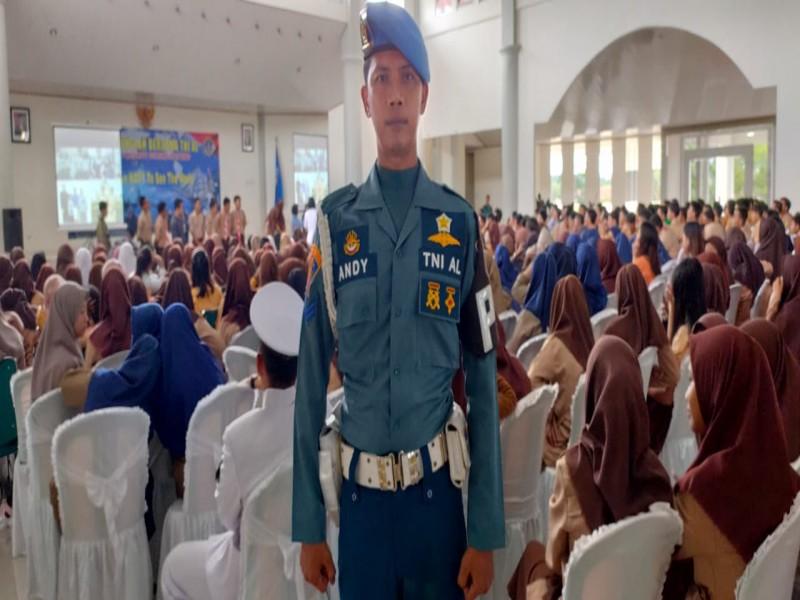 Anak Penjaga Sekolah Asal Bangka Ini Buktikan Masuk TNI AL Tanpa Dipungut Biaya