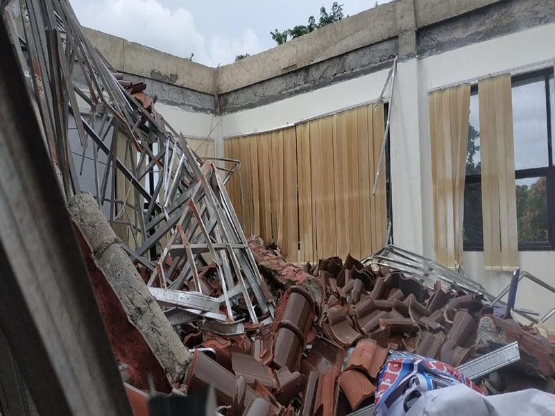 Atap Ambruk, Lantai 2 Kantor Dinkes Pangkalpinang Dikosongkan