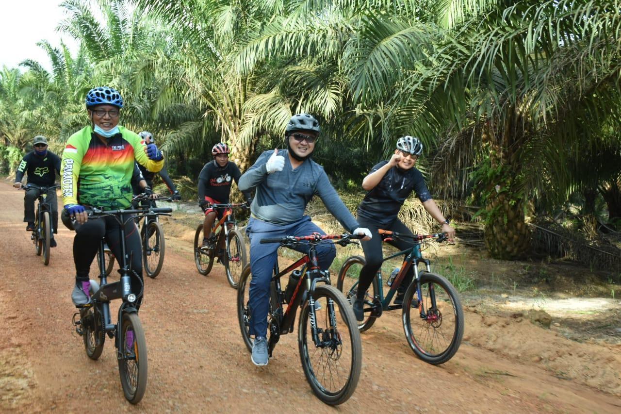 Bekerja Sambil Bersepeda, Gubernur Erzaldi Tempuh Jarak Mapur-Belinyu