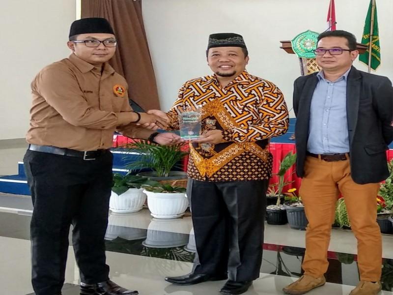 Berdedikasi Bagi Pemuda, Balon Bupati Basel Iskandar Dapat Penghargaan dari Pemuda Muhammadiyah