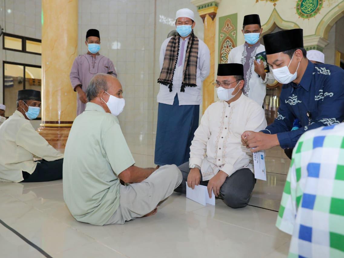 Berkah Ramadan, 100 Mustahik Kelurahan Sinar Baru Dapat Santunan