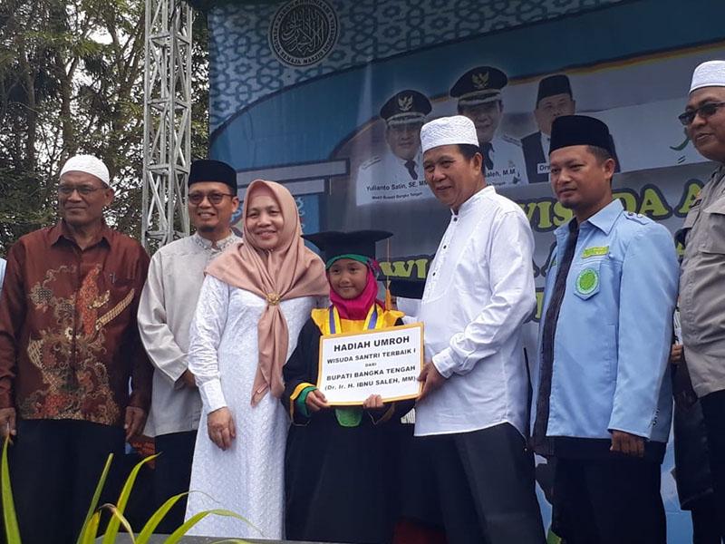 Bupati Hadiahi Umroh Santri Terbaik di Wisuda Santri TPA/TKA se Bangka Tengah