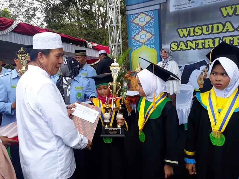 Bupati Wisuda 1.994 Santri dan Tahfidz TPA/TKA se Bangka Tengah