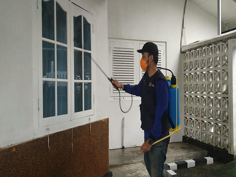 Cegah Covid-19, PMI Babel Semprotkan Disinfektan Mulai Kantor Gubernur Hingga Rumdis Wagub
