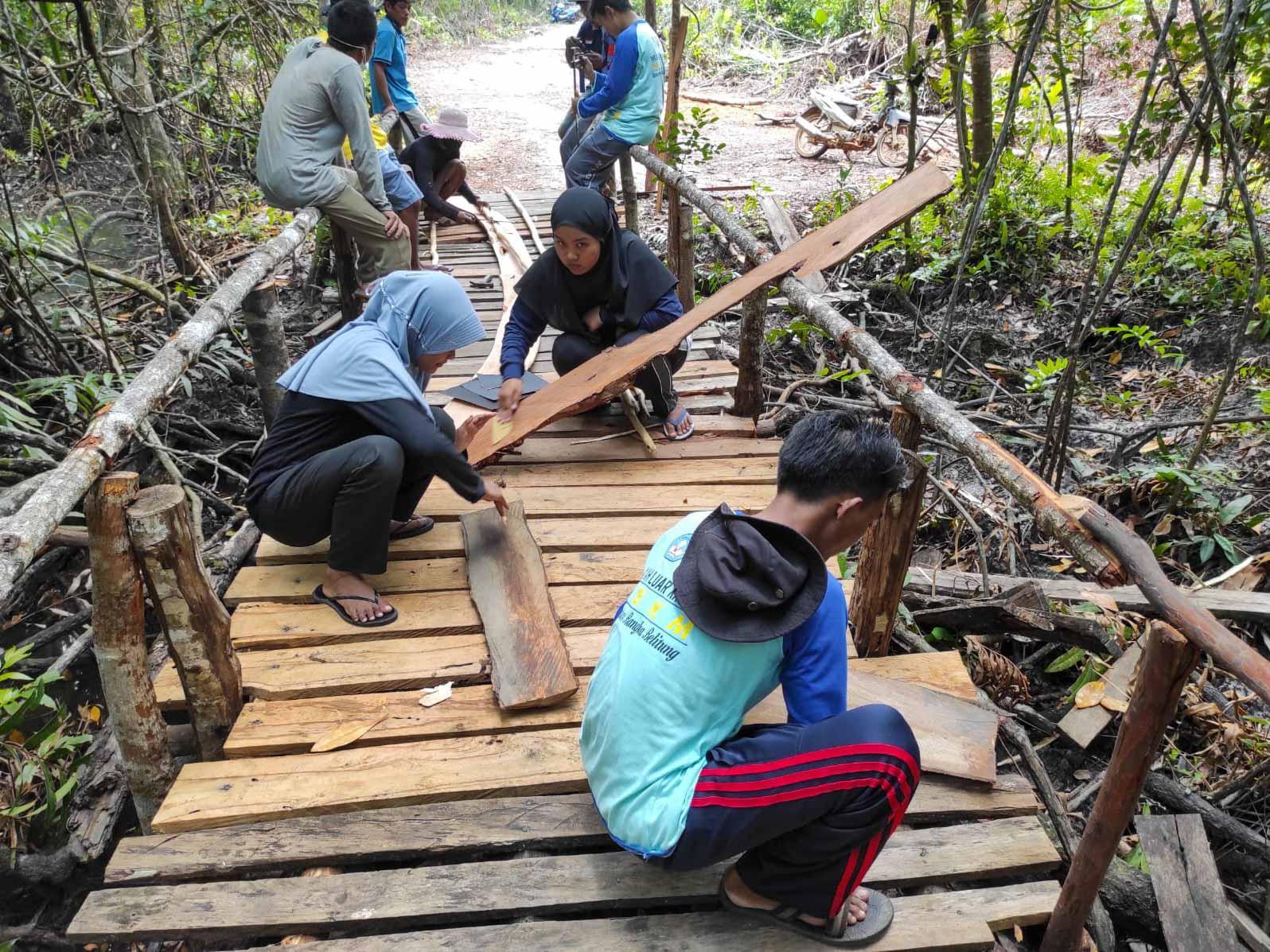 Daya Tarik Wisata Kota Kapur Bertambah, Mahasiswa KKN UBB Bangun Spot Foto di Hutan Mangrove Sungai Menduk