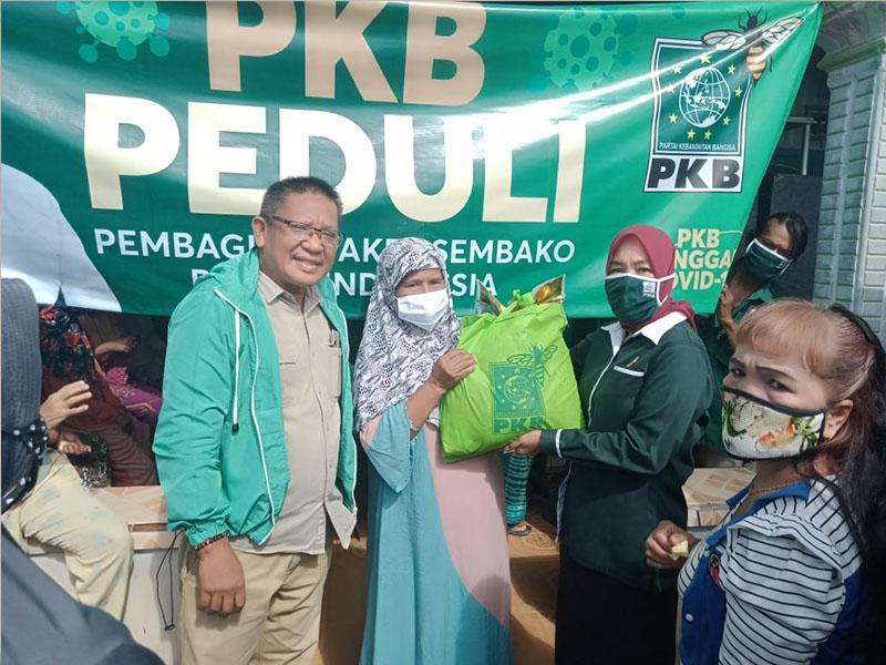 DPC PKB Bateng Salurkan 400 Paket Batuan Sembako Masyarakat Terdampak Covid-19