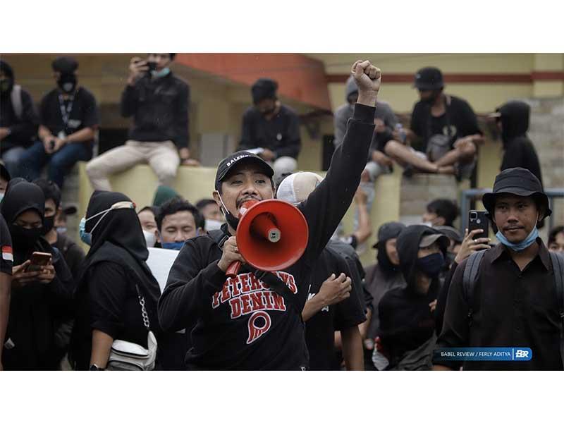 FOTO Aksi Massa Turun ke Jalan Tolak UU Cipta Kerja di Pangkalpinang