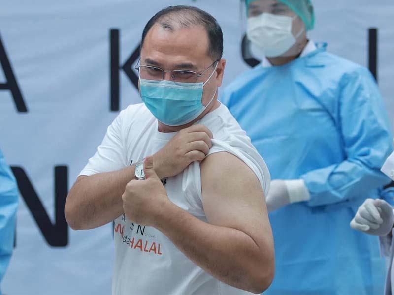 FOTO: Momen Vaksinasi Covid-19 Perdana di Babel