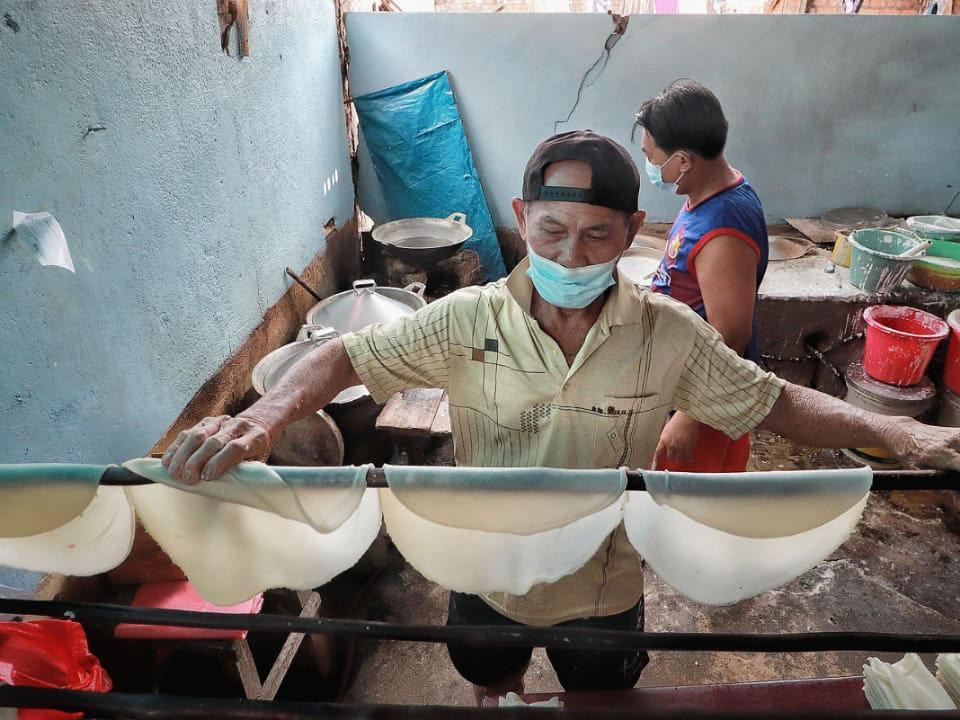 FOTO: Proses Pembuatan Pantiaw, Kuliner Legendaris Turun Temurun