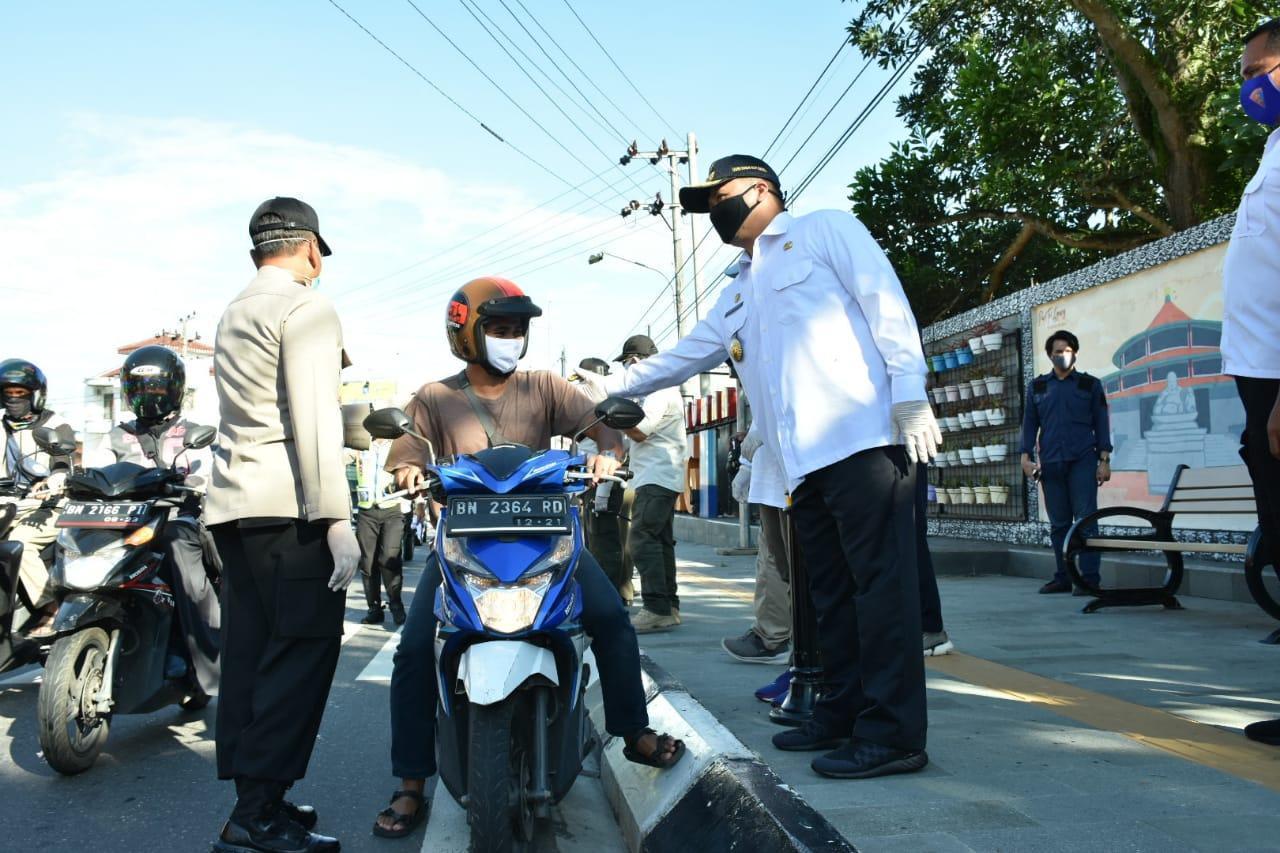 Gubernur Erzaldi Turun ke Jalan, Cek Langsung Kepatuhan Masyarakat Menggunakan Masker