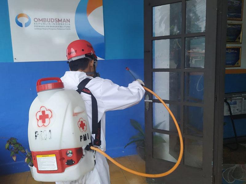 Hadapi New Normal, PMI Babel Semprotkan Disinfektan di Kantor Ombudsman