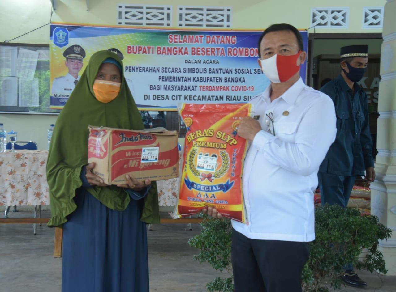 Hari Ini Giliran 2.224 KK Warga Riau Silip Dapat Bantuan Sembako Tahap Dua dari Wabup Bangka