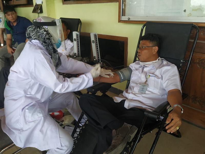 Hari Pertama Donor, ASN Pemprov Babel Sumbang 48 Kantong Darah ke PMI