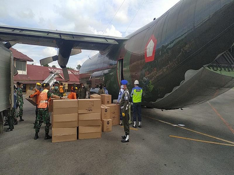 Hercules A-1317 Bawa Bantuan 3000 APD untuk Bangka Belitung
