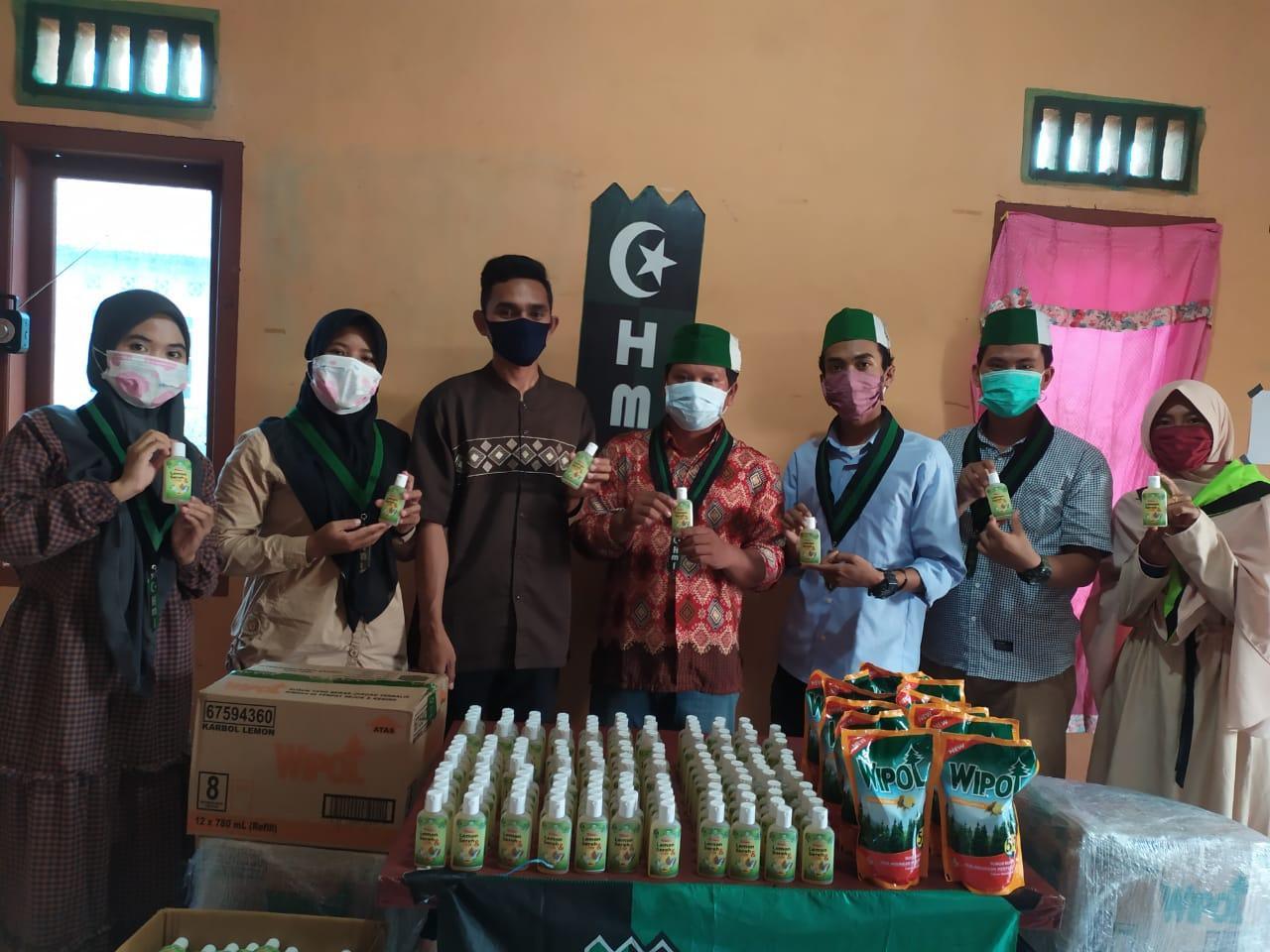 HMI Babel Edukasi Masyarakat Melalui Gerakan Produksi Hand Sanitizer Herbal