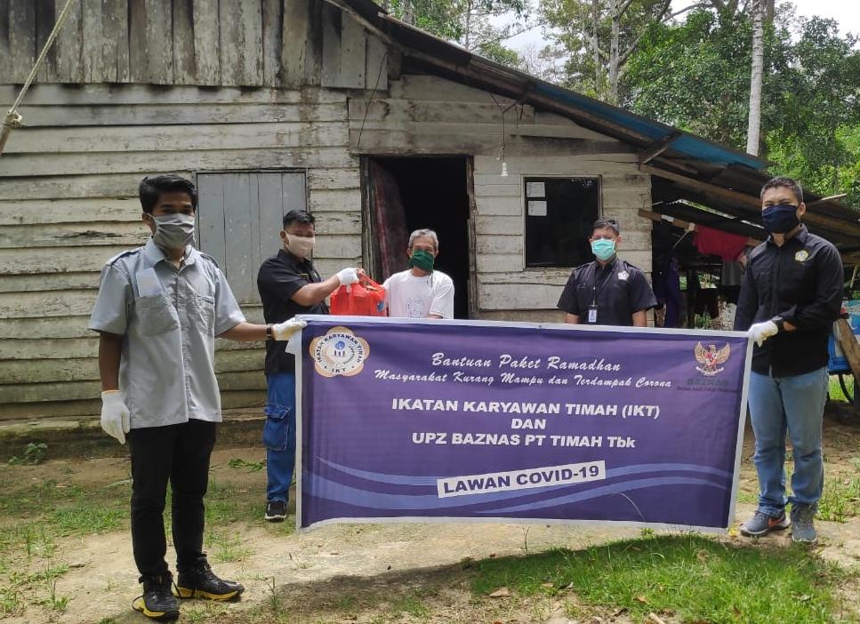 Ikatan Karyawan Timah Peduli, Bagi Paket Sembako kepada Warga Terdampak Covid-19