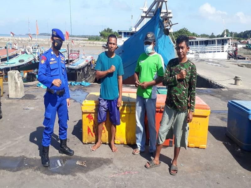 Imbau Nelayan, Satpolair Polres Bangka Barat Patroli Dialogis di Pelabuhan Ikan Muntok
