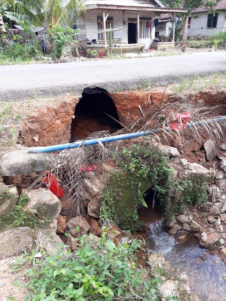 Jalan Provinsi di Desa Penagan Terancam Putus