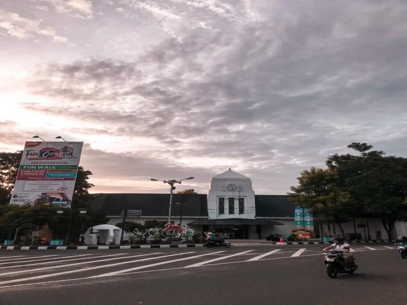 Jam Gede Ini Bikin Tanjungpandan Belitung Makin Cantik