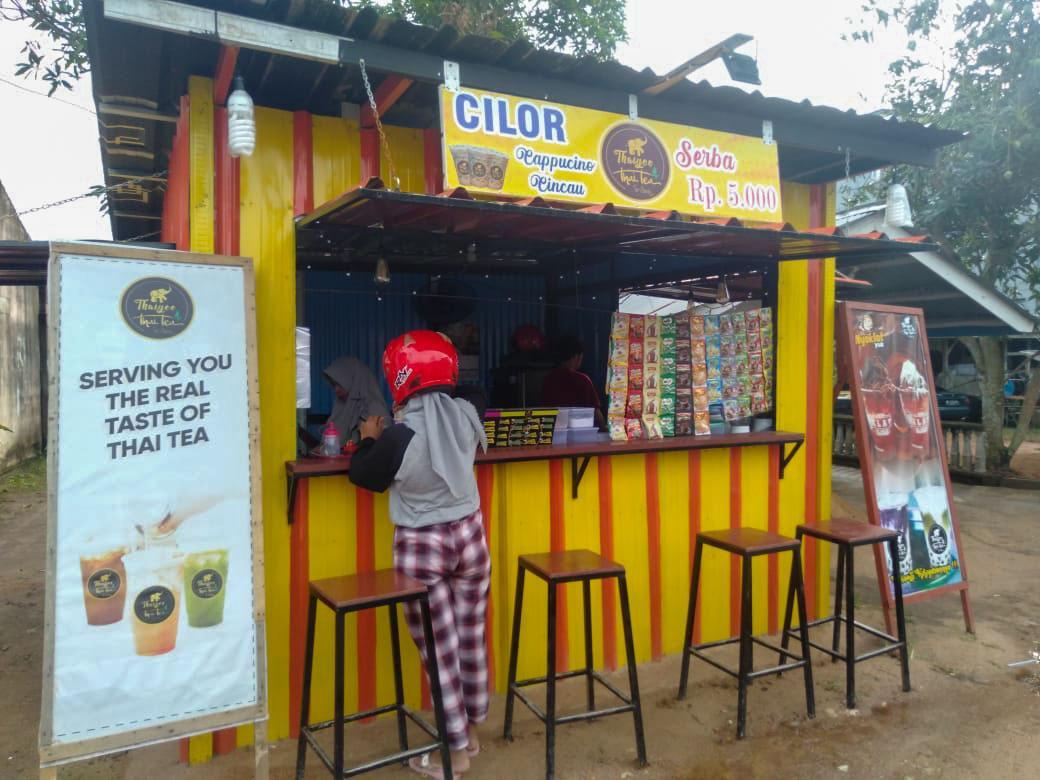 Jelang Tahun Baru, Usaha Kedai Minuman Menjamur di Manggar