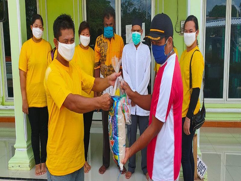 Kelenteng Dewi Abadi Puput Bagikan 400 Sembako ke Masyarakat Toboali