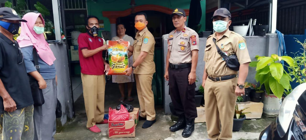 Lakukan Aksi Kemanusiaan, Wakil Bupati Bangka Serahkan Bantuan Sembako Ke Warga Berstatus ODP