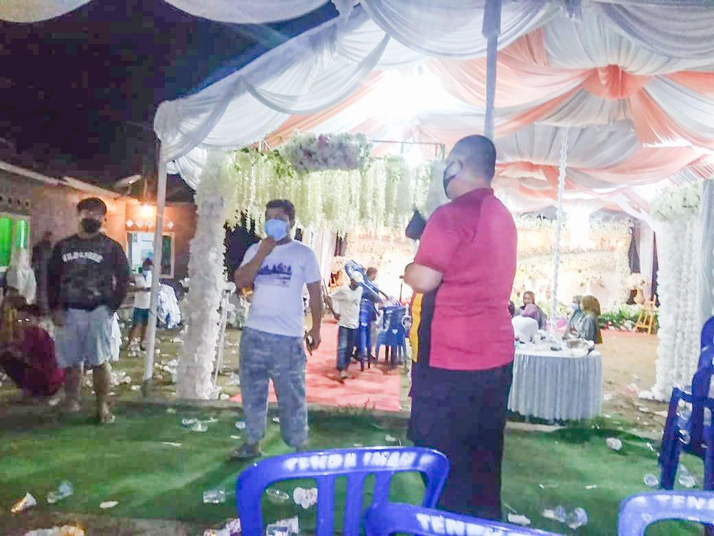 Langgar Prokes, Bhabinkamtibmas Sungailiat Hentikan Pesta Pernikahan