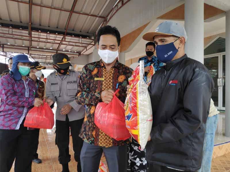 Lurah Kudai Salurkan Bantuan Sembako Bagi Korban Banjir