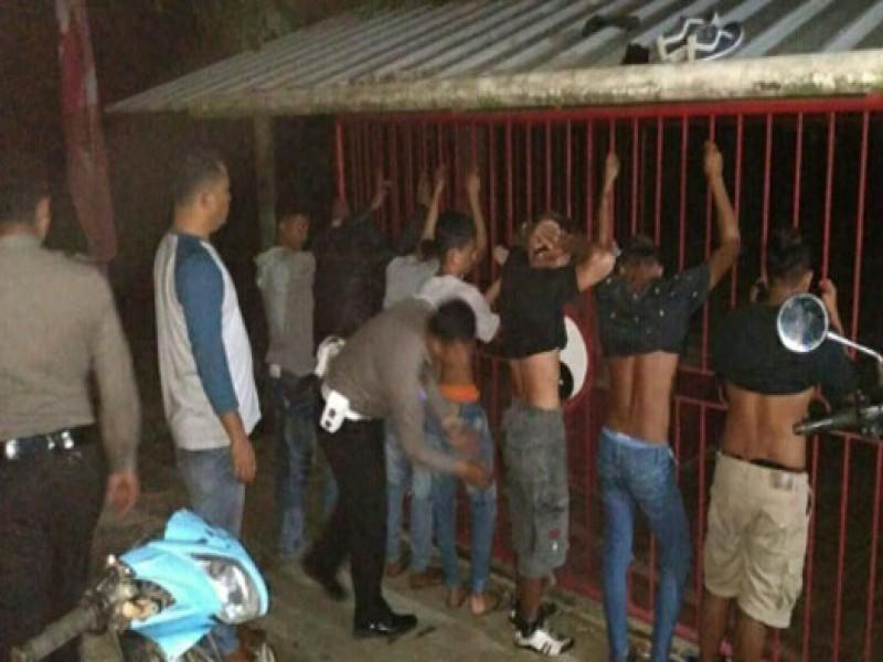 Mabuk di Pinggir Jalan, Tujuh Pemuda Digelandang ke Kantor Polisi