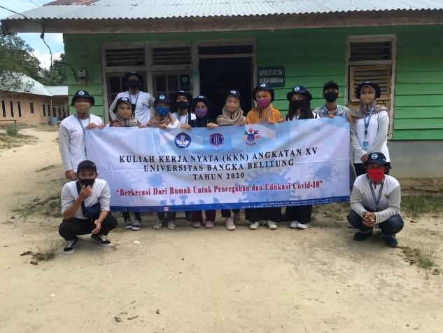 Mahasiswa KKN UBB Bagikan 1000 Masker dan Handsanitizer