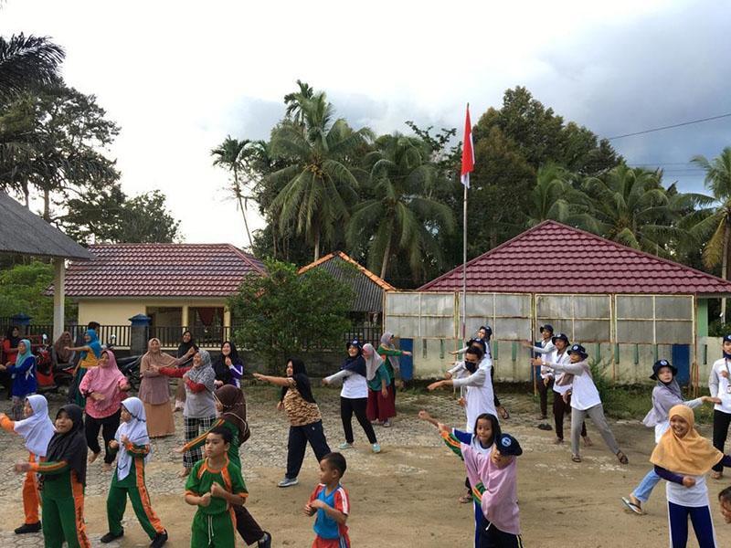 Mahasiswa KKN XV UBB 2020 Senam Germas Bersama Warga Desa Sungkap