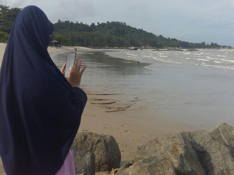 Melepas Senja Di Pantai Indah Batu Bedaun, Membuat Wisatawan Lupa Akan Pulang