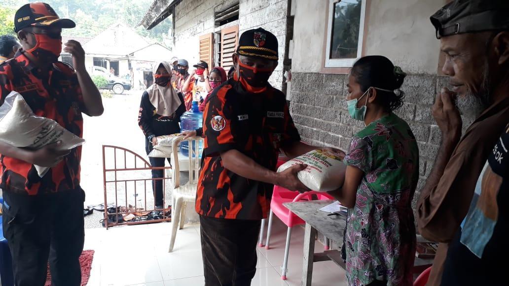 MPC PP Kabupaten Bangka Bagikan Beras Kepada Warga Terdampak Covid-19