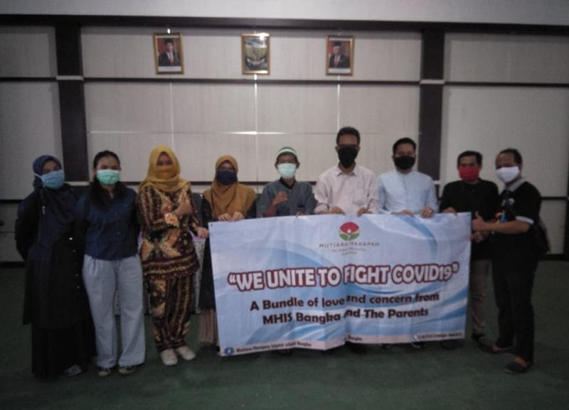 Mutiara Harapan Islamic School Bangka Salurkan 50 Paket Sembako ke Pokja Wartawan PGK
