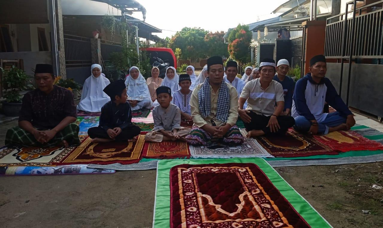 Patuhi Himbaun Pemerintah, Warga Perumahan Bukti Baru Regency Gelar Sholat Idul Fitri 1441 H Berjamaah Mandiri