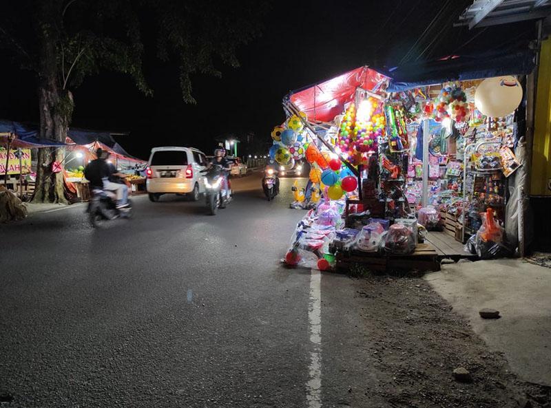 Pedagang Mainan Berjualan di Bahu Jalan, Warga Ngadu ke DPRD