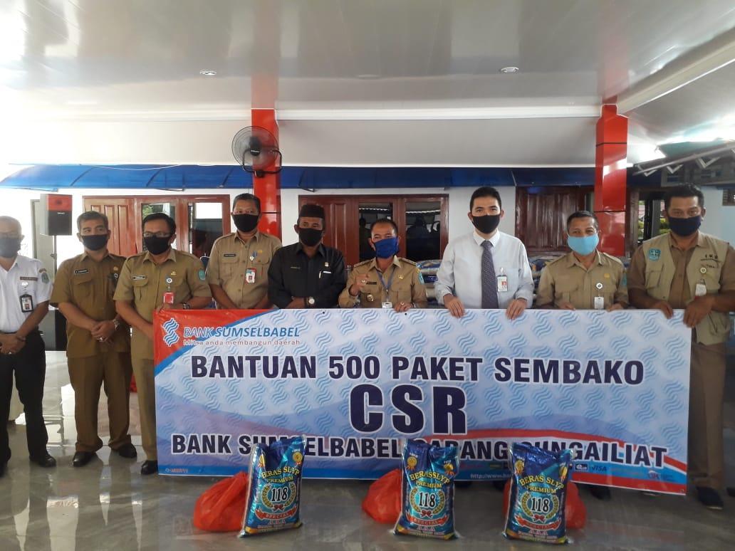 Peduli Dampak Covid-19, Bank Sumsel Babel Cabang Sungailiat Berikan Bantuan Melalui Pemkab Bangka Sebanyak 500 Paket Sembako