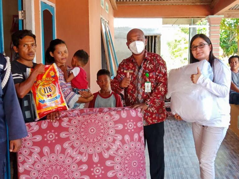 Peduli Sesama, Yayasan Pejuang Kemanusiaan Bangka Berbagi ke Warga Kurang Mampu