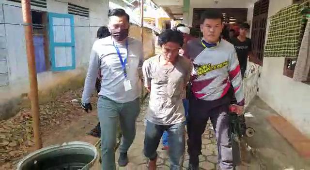 VIDEO Pelaku Pembunuhan Sadis di Belilik Ternyata Teman Sendiri, Begini Tampangnya Saat Ditangkap