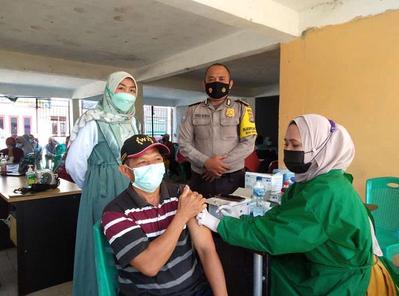 Peserta Vaksinasi di Kecamatan Namang Membludak
