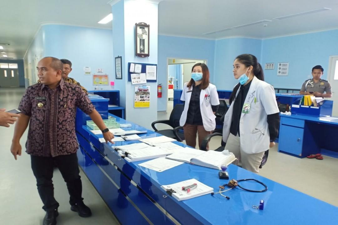 Walikota Pangkalpinang bersama Forkompimda Kota Pangkalpinang melaksanakan inspeksi mendadak (sidak) guna mengecek ketersediaan masker dan hand sanitizer yang mulai langka, Kamis (5/3/2020). (foto: gusti/babelreview)
