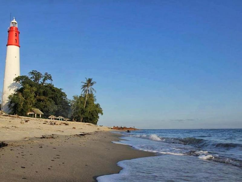 Pantai Tanjung Kalian, Kecamatan Mentok, Kabupateng Bangka Barat. Pantai dengan keindahan alam dan sejarah yang tak ada habisnya.