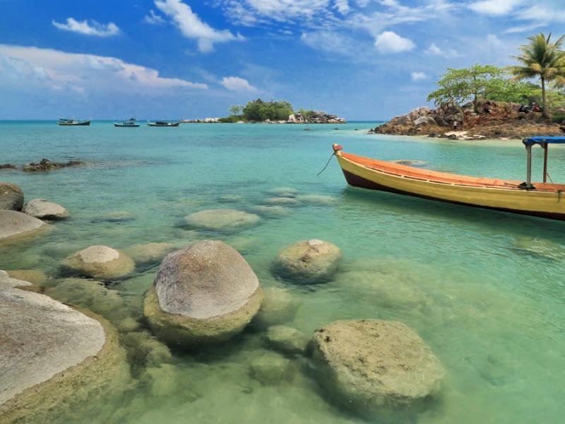 Pantai Bio, Desa Deniang, Kecamatan Sungailiat, Kabupaten Bangka.