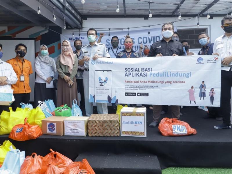 Forum BUMN Kepulauan Bangka Belitung membagikan ratusan paket sembako untuk awak media