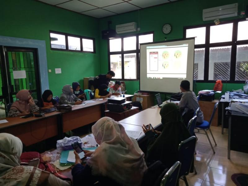 Tenaga Ahli Pelayanan Sosial Dasar (TA PSD) Program Pembangunan Pemberdayaan Masyarakat dan Desa (P3MD) Kemendes PDTT RI untuk Bangka Barat, Dato Sardi, S.Pd.I., MM mengadakan pelatihan Aplikasi eHDW, Senin (22 Juni 2020). (Ist)