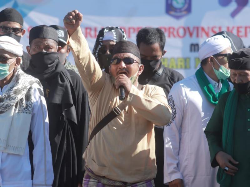 Dalam tuntutannya massa mendukung penuh maklumat Majelis Ulama Indonesia (MUI) untuk menolak RUU HIP.