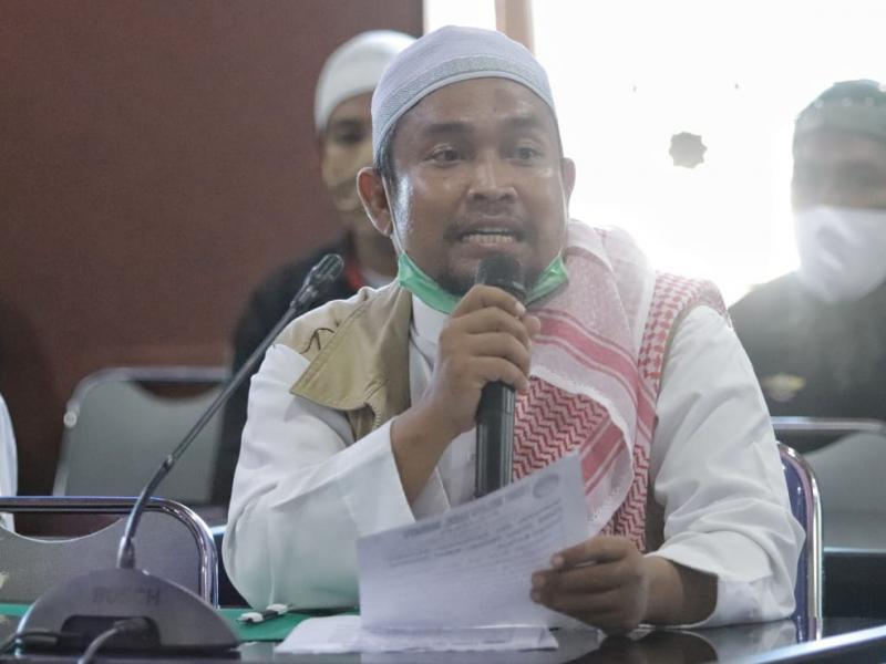 Koordinator Aksi Front Melayu Bangka Belitung Bersatu Ustaz Fakhrurazi menyampaikan lima poin tuntutan.