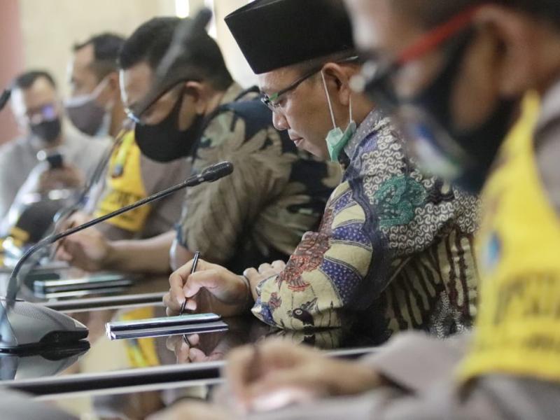Sementara itu, Wakil Ketua DPRD Babel Amri Cahyadi mengatakan akan menindaklanjuti tuntutan massa Front Melayu Bangka Belitung Bersatu.